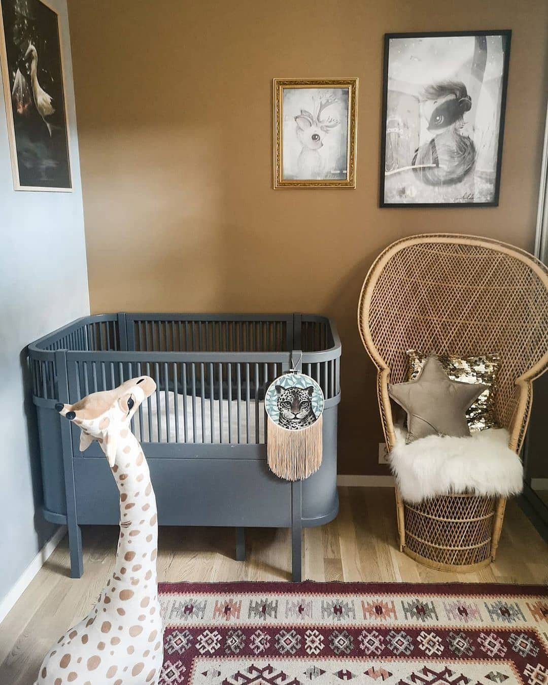 how to decorate baby's nursery