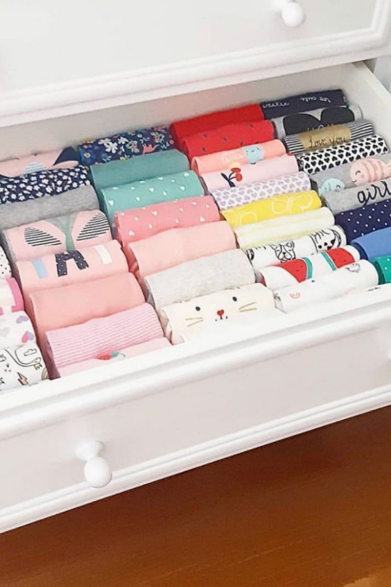 ORGANIZE CLOTHES IN THE BABY ROOM
